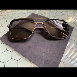"Accessories - Black ""Edith"" type sunglasses"